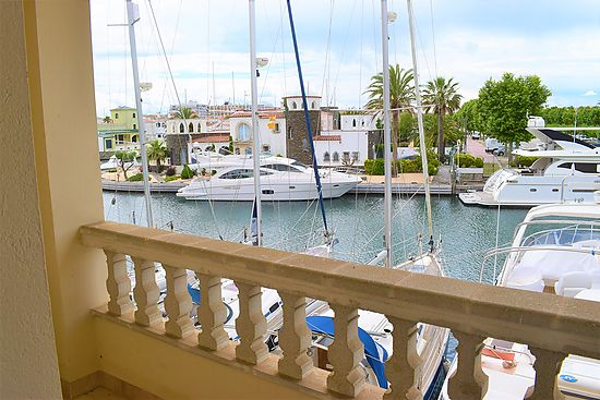 Empuriabrava, for sale, nice duplex with 3 bedrooms  several terraces, it has a parking , store room and sailorboat mooring