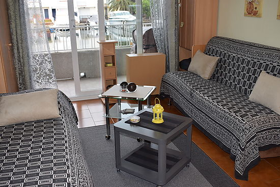Empuriabrava, for sale, large studio with view on the canal and private parking