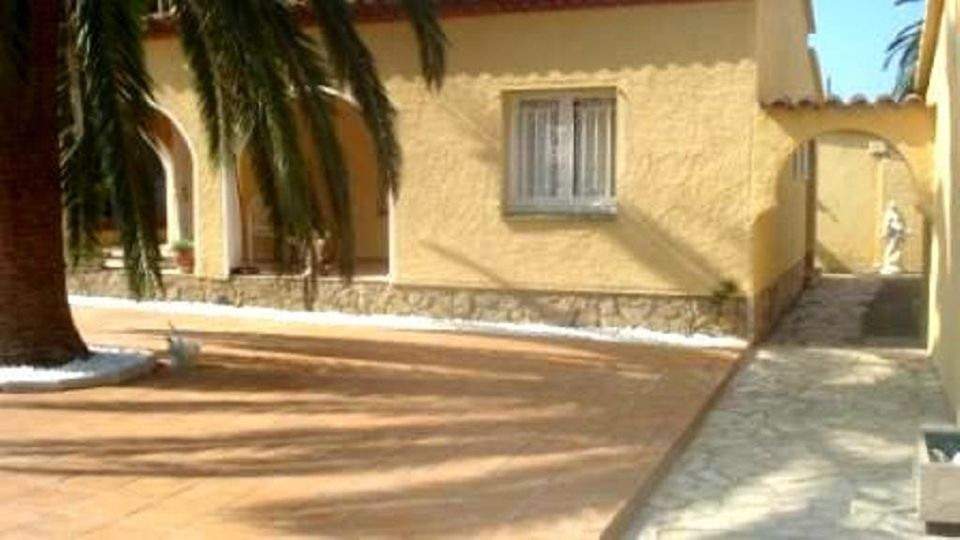 Attitude Services: Maison En Location Empuriabrava Avec Piscine