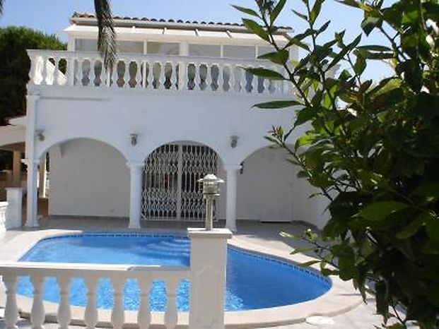 Attitude Services : house, for rent, for 8 people sector Pani of Empuriabrava with private pool and garden
