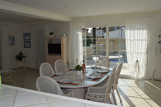 Empuriabrava, for rent, house with 3 bedroom, 3 bathrooms, climatisation, heating, garden, garage and private pool