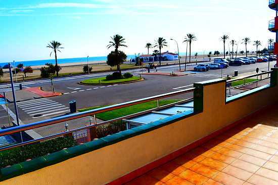Attitude Services : Empuriabrava, for rent, apartment with 2 bedrooms in first line of the beach