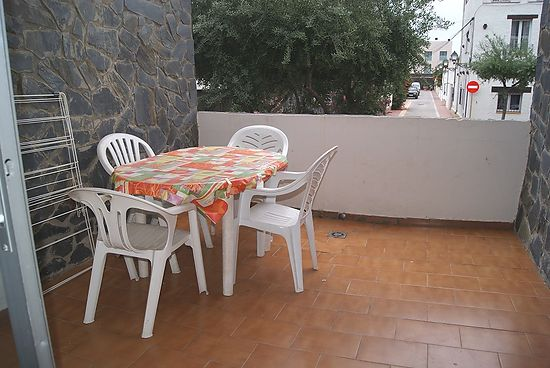 Empuriabrava for sale apartment near of shops and beach
