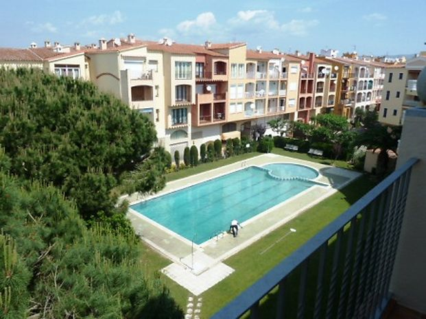 Attitude Services : Empuriabrava, apartment for rent with swimming pool