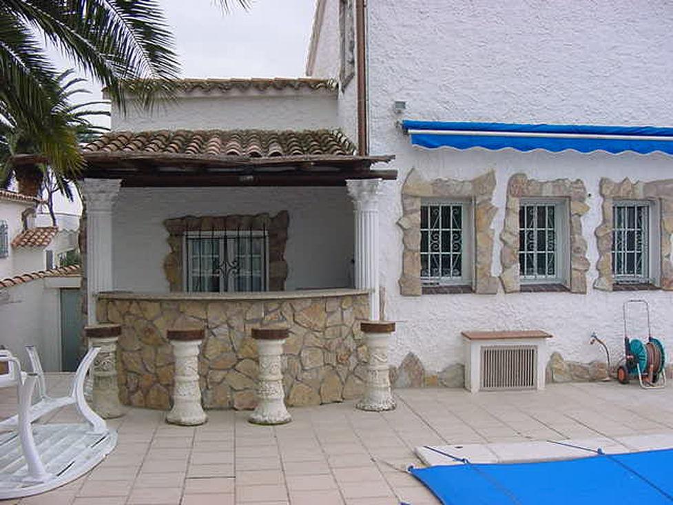 En Location  Empuriabrava Jolie Villa Avec Amarre Prive