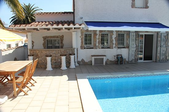 Attitude Services : house for rent in Empuriabrava with private pool and mooring