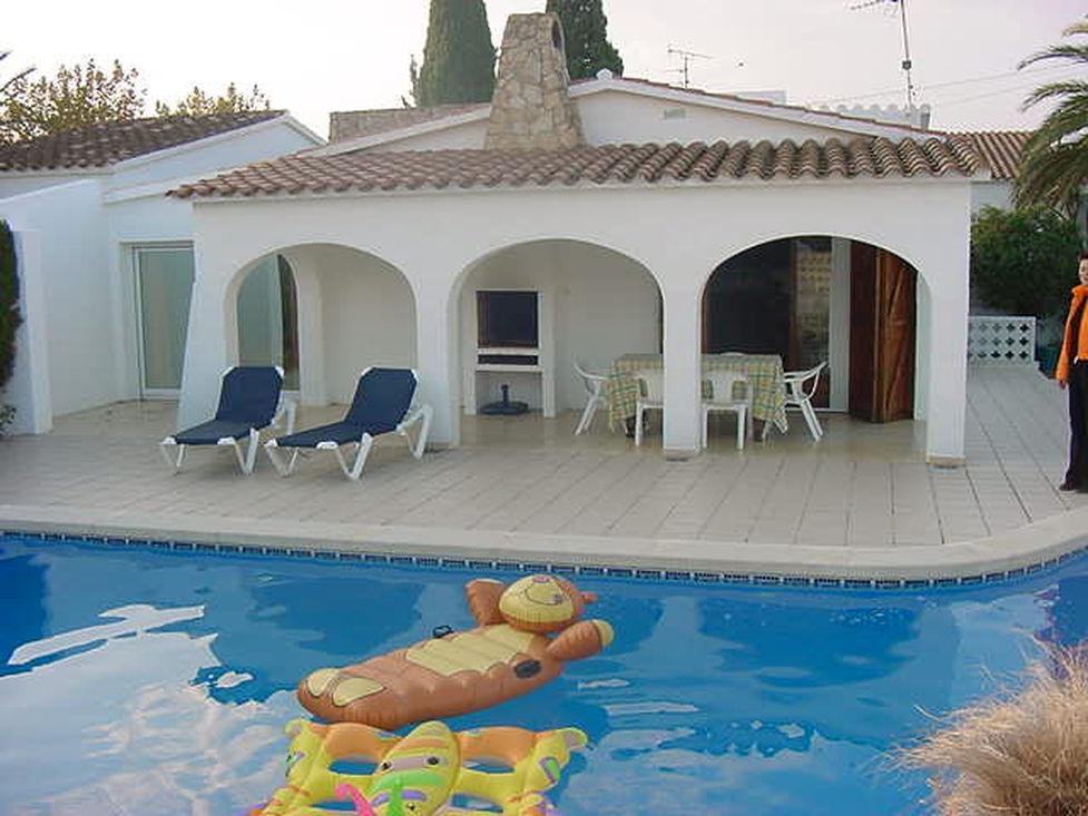 Empuriabrava En Location Villa Pour 7 Personnes Avec Piscine
