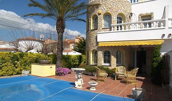 Attitude Services : villa with pool near beach for sale in Empuriabrava
