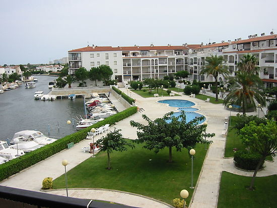 Attitude Services : for sale in Empuriabrava apartment with view on the canal and community pool