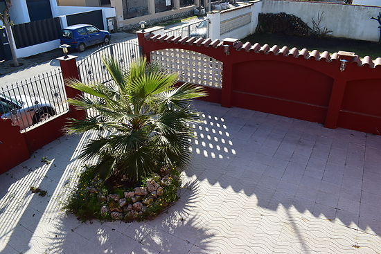 Empuriabrava, for rent, nice villa for 6 persons with private pool and mooring