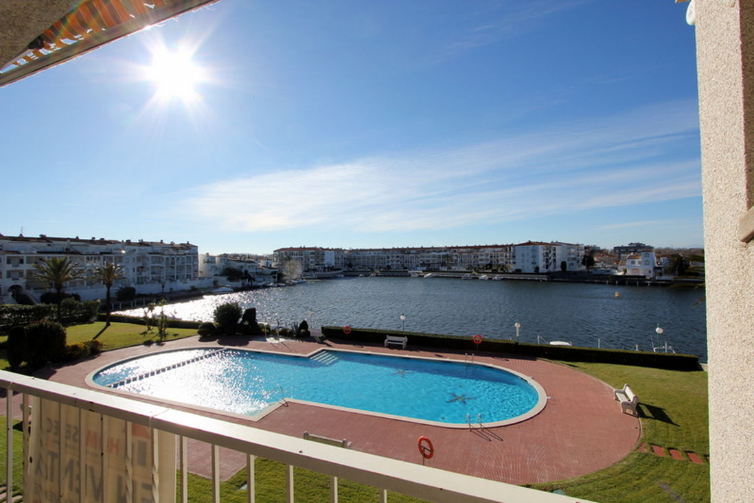 Empuriabrava en vente appartement avec piscine amarre for Appartement avec piscine
