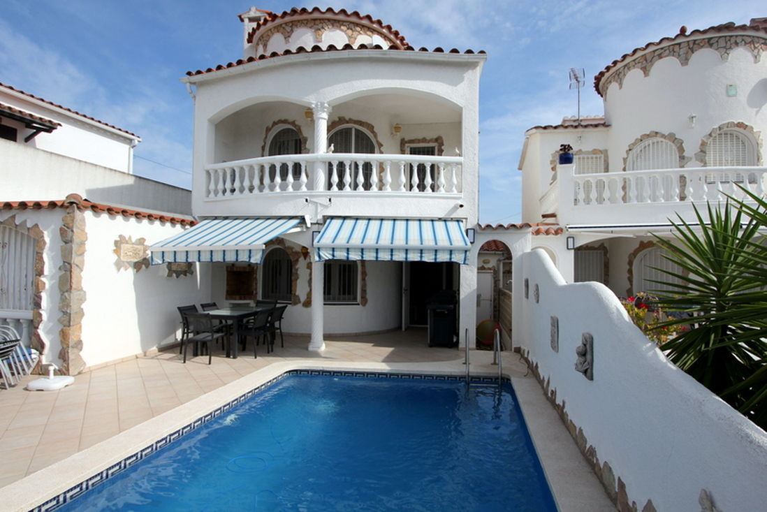 Empuriabrava, For Rent, Nice House 3 Bedrooms With Private Pool And Mooring  Of 12m