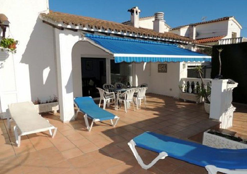 Empuriabrava en alquiler casa con piscina privada y for Casas en alquiler en la playa con piscina