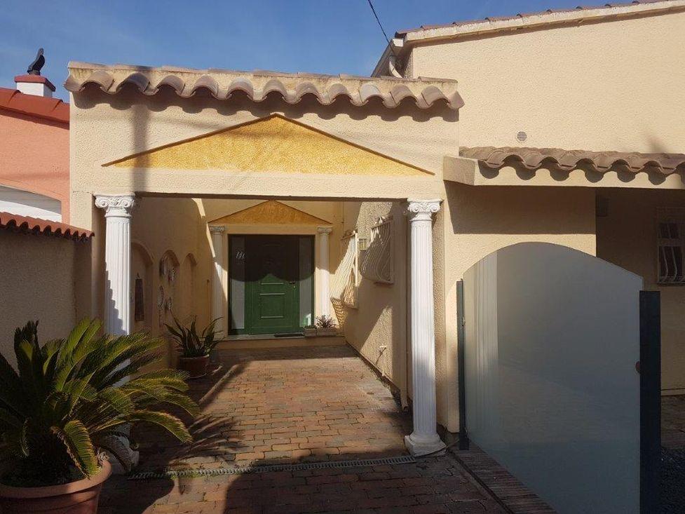 Empuriabrava, En Location, Villa Avec Amarre Et Piscine Privée
