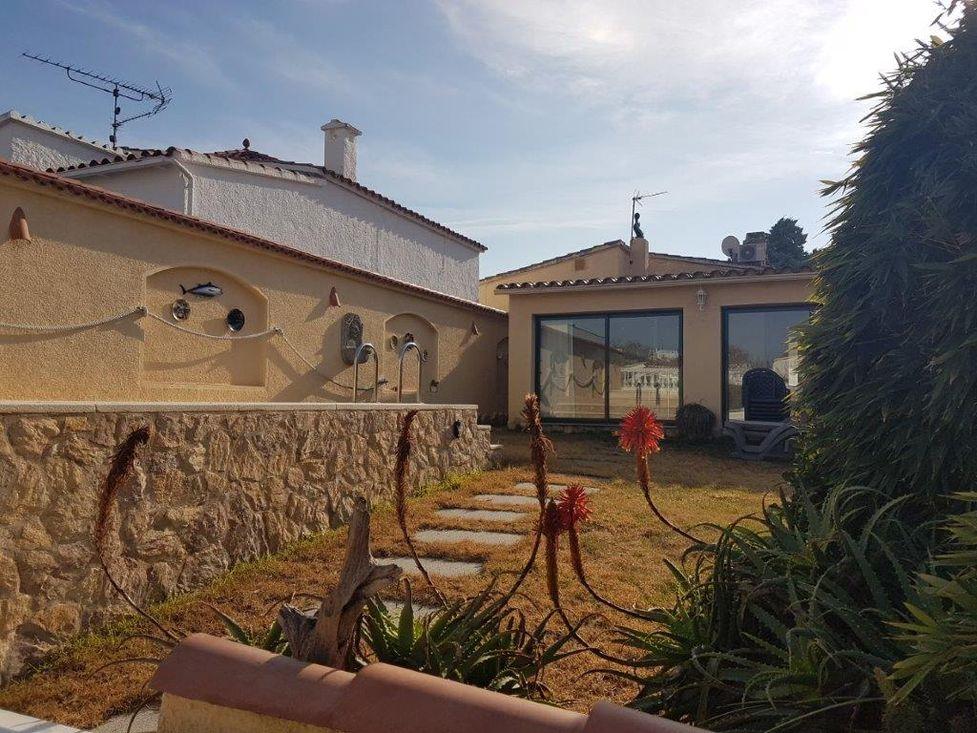 Empuriabrava, Maison En Location Avec Piscine Et Amarre
