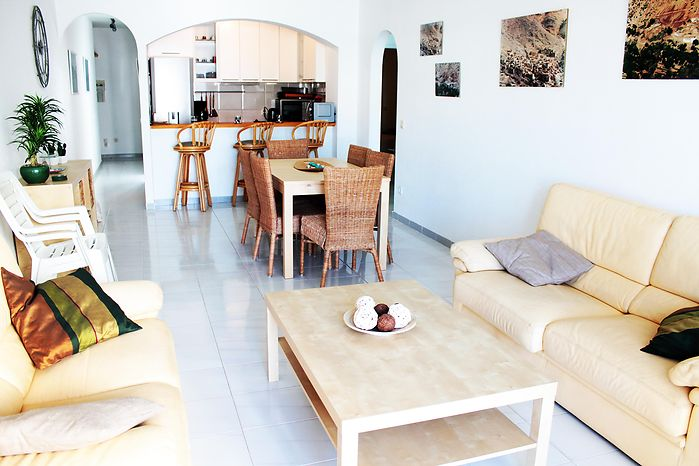 Apartment, for rent, in Empuriabrava with canal view and swimming pool ref 232