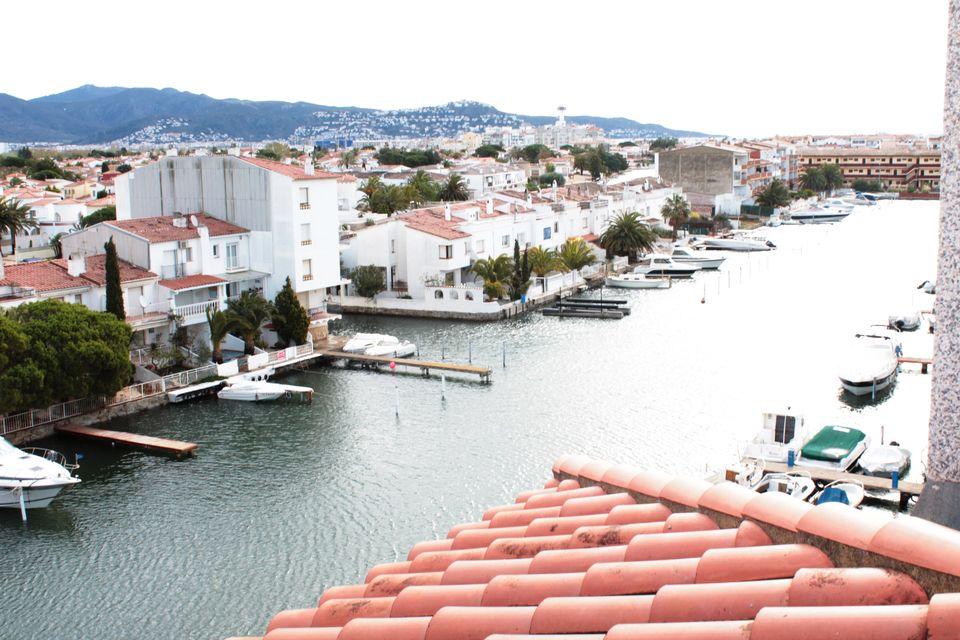 Appartement en location empuriabrava vue sur canal for Terrasses en vue location