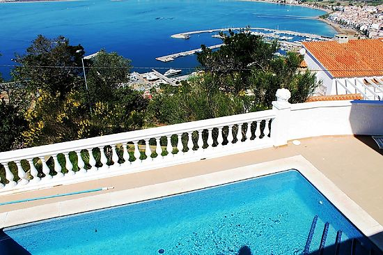 Roses,Puig Rom, separated house for sale with private pool and magnificent view on the Bay