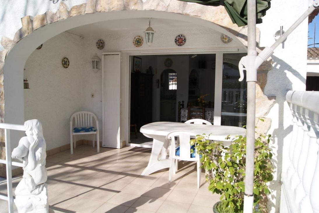 Empuriabrava maison en vente avec jardin piscine et garage for Garage maison