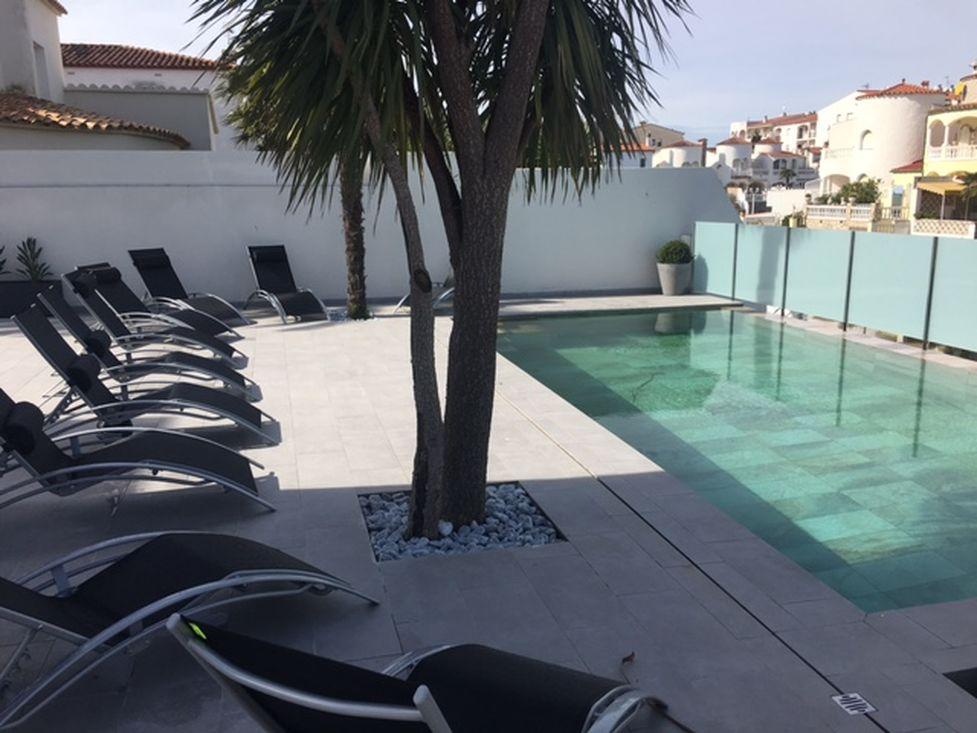 Empuriabrava  Louer Villa Pour  Personnes Avec Amarre Et Piscine
