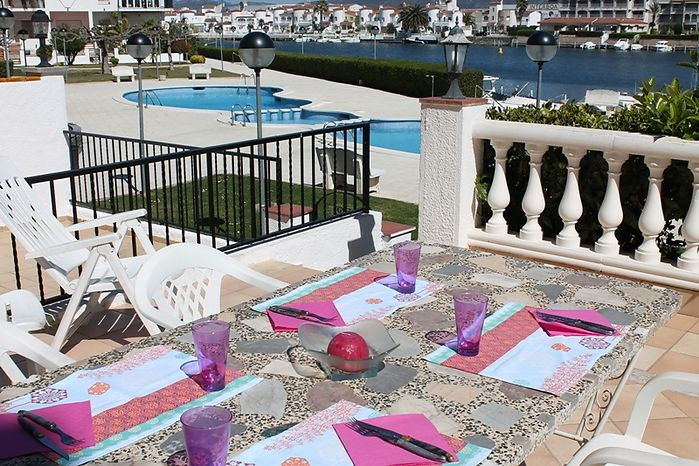 Attitude Services : Empuriabrava, for rent, nice apartment with large terrace with canal view pool in the community garage and mooring