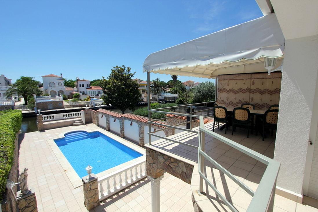 Empuriabrava maison louer avec amarre et piscine for Agence immobiliere pour location maison