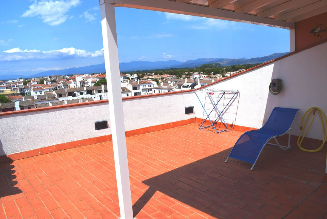 Appartement en location empuriabrava vue sur canal for Appartement en location