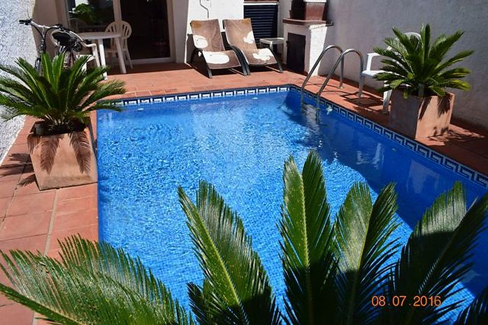 Attitude Services : house with pool for sale Empuriabrava
