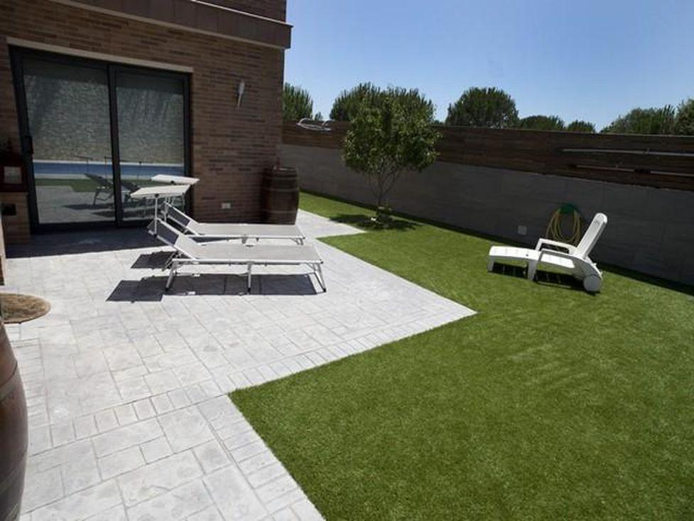 Maison moderne en vente rosas 5 chambres garage piscina for Construction piscine 972
