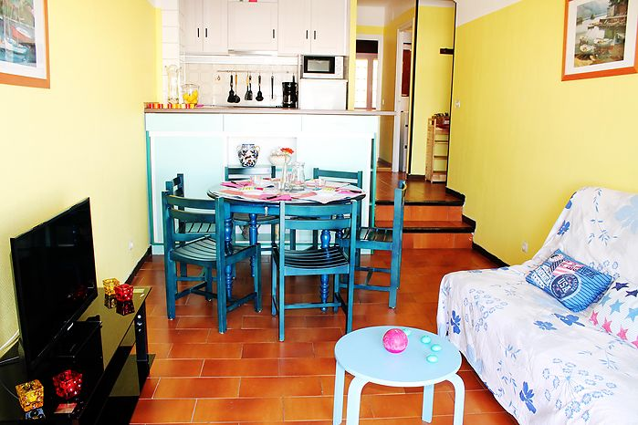 In the center of Empuriabrava, for rent, nice apartment near of the beach with pool in the community by payment  and parking ref 253