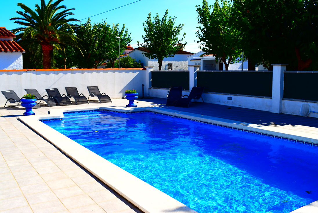 Amazing Empuriabrava, For Rent, House For 8 Persons With Private Pool Ref 332