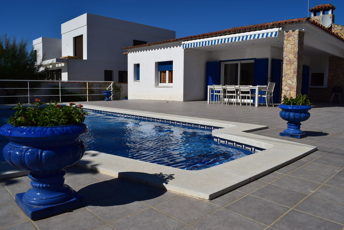 Empuriabrava, For Rent, House For 8 Persons With Private Pool Ref 332