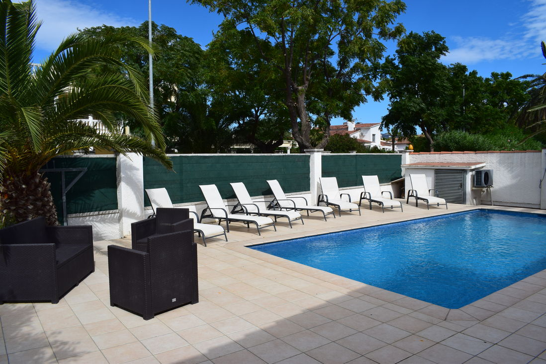 Superior Empuriabrava, For Rent, House For 8 Persons With Pool Near Of Beach And  Center Ref 333