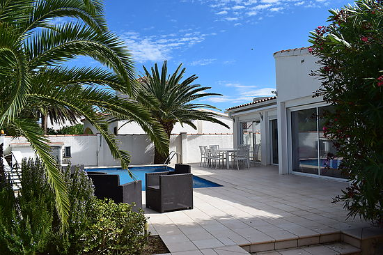 Empuriabrava, for rent, house for 8 persons with pool near of beach and center ref 333