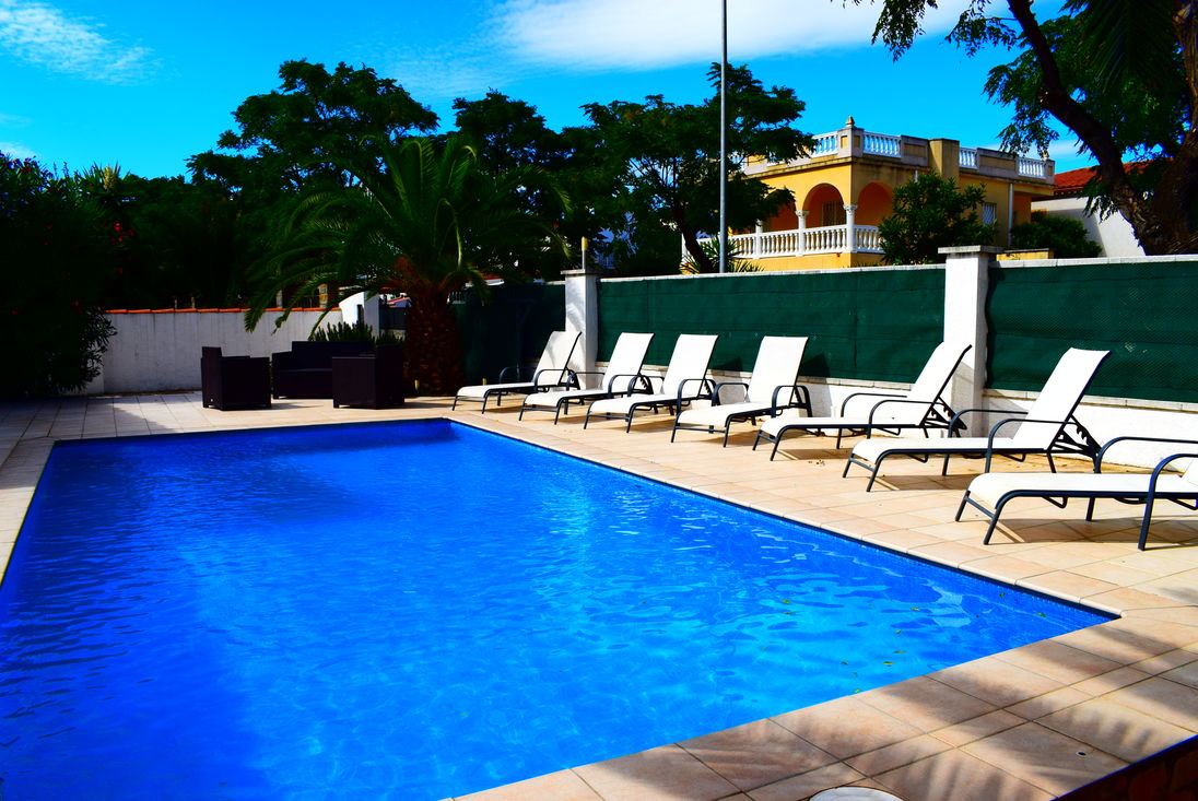 Elegant Empuriabrava, For Rent, House For 8 Persons With Pool Near Of Beach And  Center