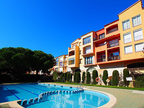 Empuriabrava, for sale , apartment with pools , parking place and near of the beach