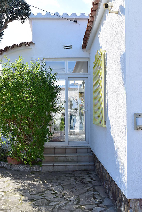 Empuriabrava, for sale, house with large plot and private pool
