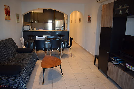 Empuriabrava, for rent, nice apartment with large terrace with canal view ,pool in the comunity , garage and optional mooring ref 248