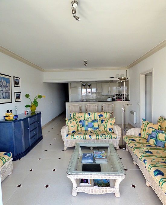 Empuriabrava, for rent, apartment with canal view for 4 persons, poll, garage and mooring optional