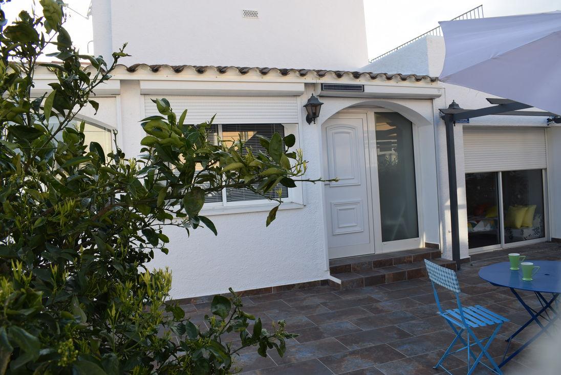 Ordinaire Empuriabrava, Maison à Louer , 3 Chambres, Jardin, Parking, Totalement  équipée Avec Tv Sat, Lave Linge Et Lave Vaisselle