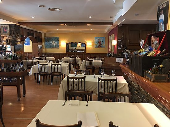 Rosas, restaurant in the center in full operation for sale
