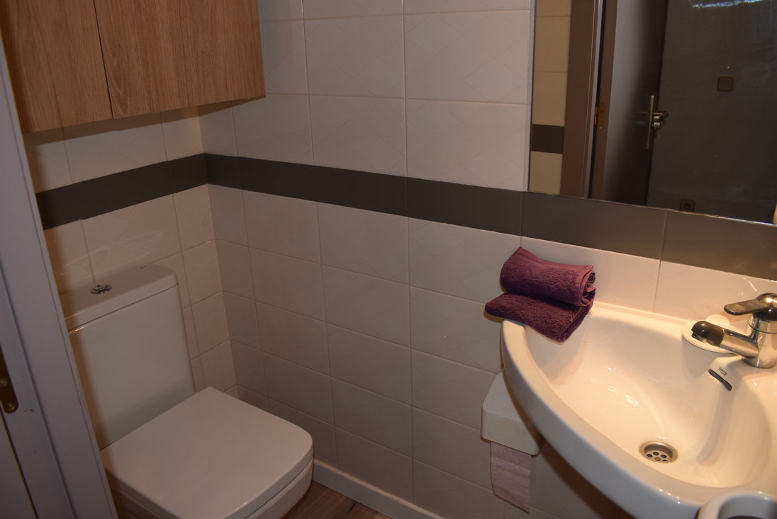 Empuriabrava For Rent Apartment Near Of Beach And Center - Nice-apartment-bathrooms