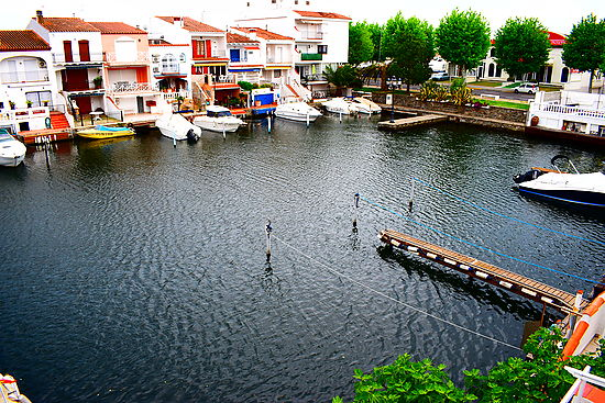 Empuriabrava, for rent, apartment with view very nice view on the canal