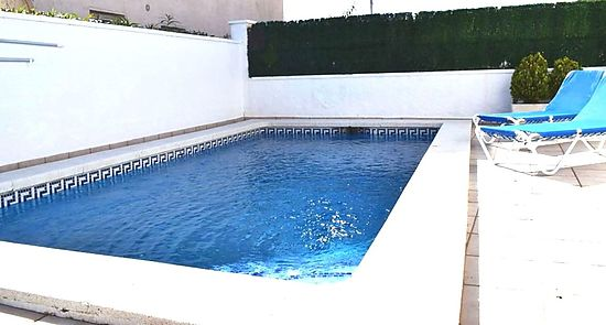 Empuriabrava, for sale, house with 2 bedrooms, and 2  separated studios, garden, private pool, and garage, sector Alberes