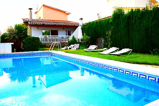 Empuriabrava, house on the canal, for 8 persons, private mooring  of 12 m and pool