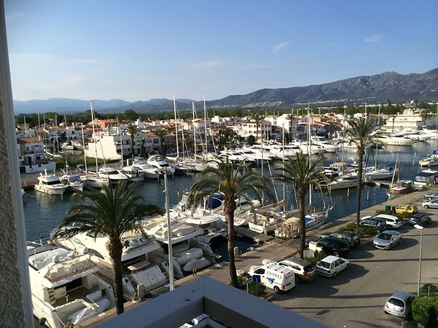 For rent en Empuriabrava charming studio with view on the nautic Harbour, marina and sea ref 295