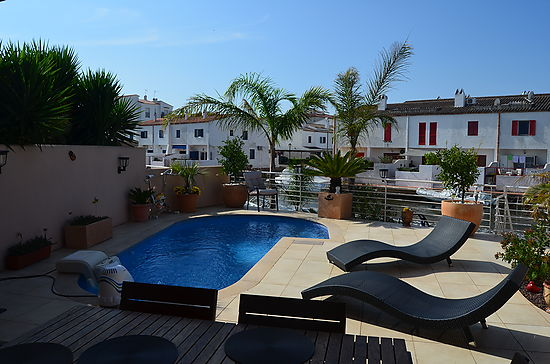 Empuriabrava, house for sale with 3 bedrooms, heated pool and private mooring of 9 x 3m