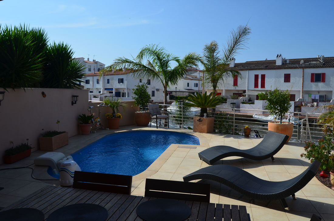 Empuriabrava House On The Canal For Sale With Pool And Mooring