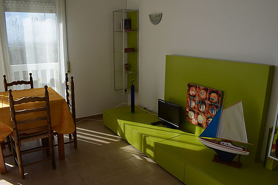 Empuriabrava, for sale, nice studio with view on the sea, on the Muga river and on the natural parc of aiguamolls, near from beach and center
