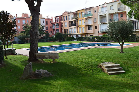 Empuriabrava, for rent, nice apartment for 4 persons, near of beach and center, pool in the residence by payment